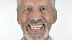 关闭微笑的老人,白色背景 股票视频