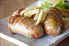 关闭快餐热狗和炸薯条在桌上 图库摄影