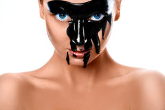 关闭性感的妇女照片有黑油漆的在面孔 免版税库存照片