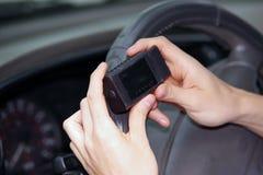 关闭技工人用途检查运动机能的手机应用 库存照片