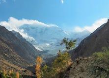 """关闭拉卡波希峰冰川山峰, Nagar, Gilgit†""""Baltistan,巴基斯坦 库存图片"""