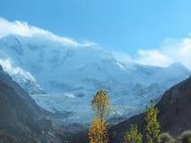 """关闭拉卡波希峰冰川山峰, Nagar, Gilgit†""""Baltistan,巴基斯坦 免版税库存图片"""