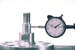 关闭拨号盘测量仪措施在生产过程以后的部分 库存照片