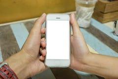 关闭拿着有空白的MOBIL的男人和妇女巧妙的电话 免版税库存图片