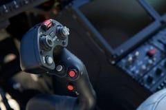 关闭控制杆在直升机驾驶舱内 免版税图库摄影