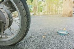关闭摩托车轮子 库存图片
