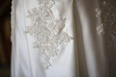 关闭新娘礼服的细节 库存图片