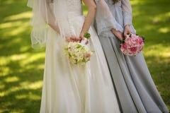 关闭新娘礼服的细节 免版税库存图片