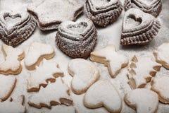 关闭新近地被烘烤的新年曲奇饼看法  库存照片