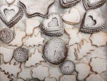 关闭新近地被烘烤的新年曲奇饼顶视图看法  免版税库存图片