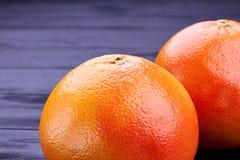 关闭新鲜的成熟葡萄柚 库存照片
