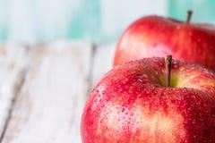 关闭新鲜的红色苹果 库存照片