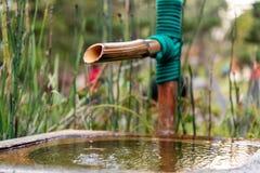 关闭日本竹喷泉 免版税库存图片