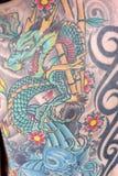关闭日本龙纹身花刺 库存照片
