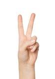 关闭显示和平或胜利标志的手 免版税库存照片