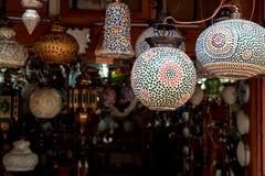 关闭有五颜六色的种族样式的卵形灯 免版税库存照片