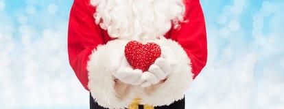关闭有心脏形状的圣诞老人 免版税库存图片