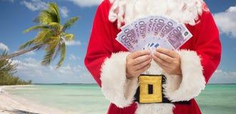 关闭有欧洲金钱的圣诞老人 库存照片