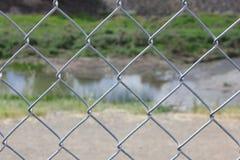 关闭有河的旋风篱芭在背景中 免版税库存图片