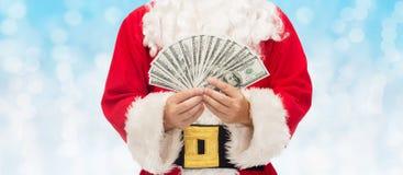 关闭有美元金钱的圣诞老人 免版税库存图片