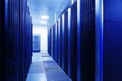 关闭服务器室,超级计算机,与抽象颜色作用的数据中心现代内部  免版税图库摄影