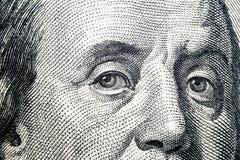 关闭本杰明・富兰克林看法画象一百元钞票的 金钱的背景 100与本杰明的美金 库存图片