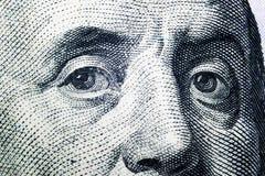 关闭本杰明・富兰克林看法画象一百元钞票的 金钱的背景 100与本杰明的美金 库存照片