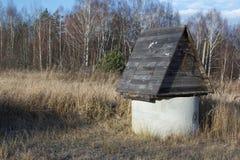 关闭村庄春天或秋天时间的地面地方与o 库存照片