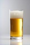 关闭杯啤酒 免版税库存照片
