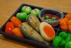 关闭果子被塑造的绿豆- Kanom神色Choup,泰国点心 免版税库存图片