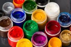 关闭树胶水彩画颜料颜色在银行中 免版税库存图片