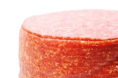 关闭桃红色开胃蒜味咸腊肠香肠片 图库摄影