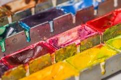 关闭水彩油漆配件箱 库存照片