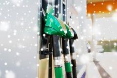 关闭汽油水管在加油站 库存照片