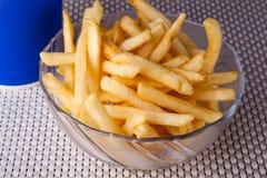 关闭油煎的炸薯条和软饮料 免版税库存图片