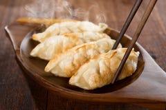 关闭油煎的饺子 免版税库存图片