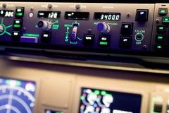 关闭波音777自动驾驶仪的摄影 免版税库存照片