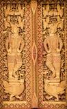 关闭泰国被雕刻的门 免版税库存图片