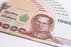 关闭泰国钞票,与泰国国王普密蓬・阿杜德的图象的泰国浴钞票 免版税图库摄影