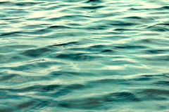 关闭海和海洋水表面,选择聚焦 库存照片