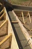 关闭混凝土的增强看法与导线连接的金属棒的 免版税库存照片