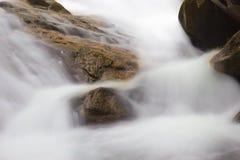 关闭瀑布在泰国 免版税库存图片