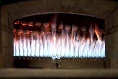 关闭火焰的看法在一个开放烤箱的 图库摄影