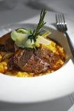 关闭烤肋条肉和意大利煨饭 库存图片