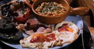 关闭煮熟的英式早餐的看法 免版税库存图片