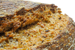 关闭生态麦子和黑麦面包与芝麻籽 免版税库存图片