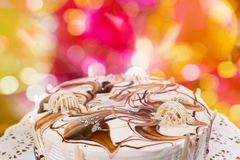 关闭用不同的巧克力装饰品的开胃饼 免版税库存图片
