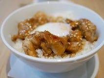 关闭由鸡米决定用日本调味汁用鸡蛋Onsen, Jap 免版税库存照片