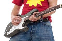 关闭电吉他弹奏者 免版税库存图片