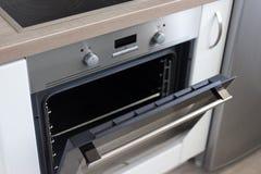 关闭电烤箱在厨房里 库存图片